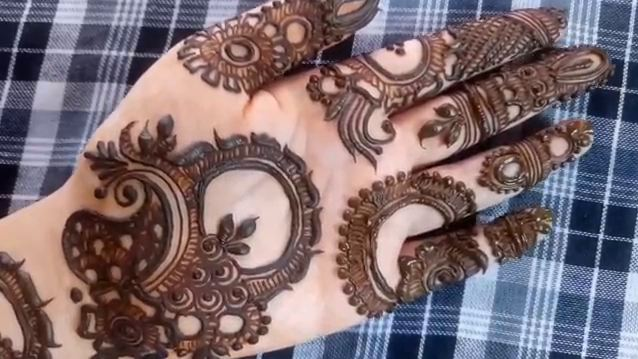Mehndi Front Design 2018 : Quick and simple front side henna mehndi design for hands