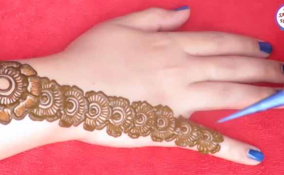 Mehndi Designs Of Back Hand : Gorgeous floral mehndi designs for back hand