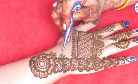 Flower Mehndi Designs On Back : Gorgeous floral mehndi designs for back hand