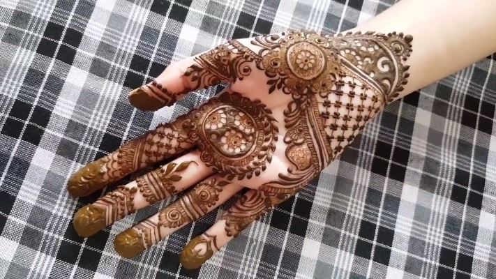 Beautiful Designer Mehndi Inspired By Mehndi By Hayat Mehndi Designs