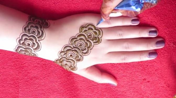 Beautiful Henna Mehndi Jewellery : Latest gulf style henna mehndi designs for back hand